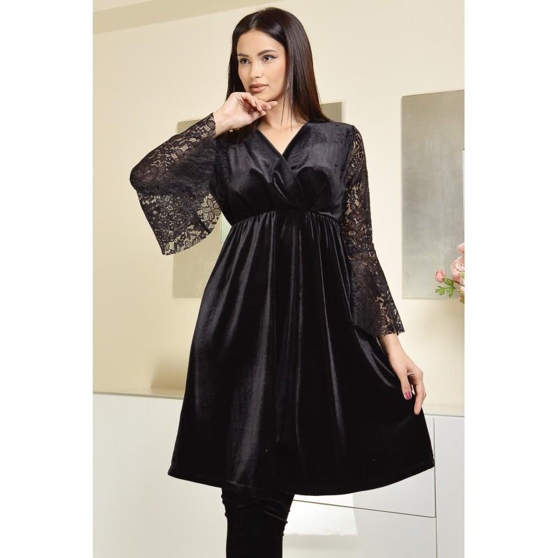 Rochie neagra din catifea cu maneci evazate din dantela