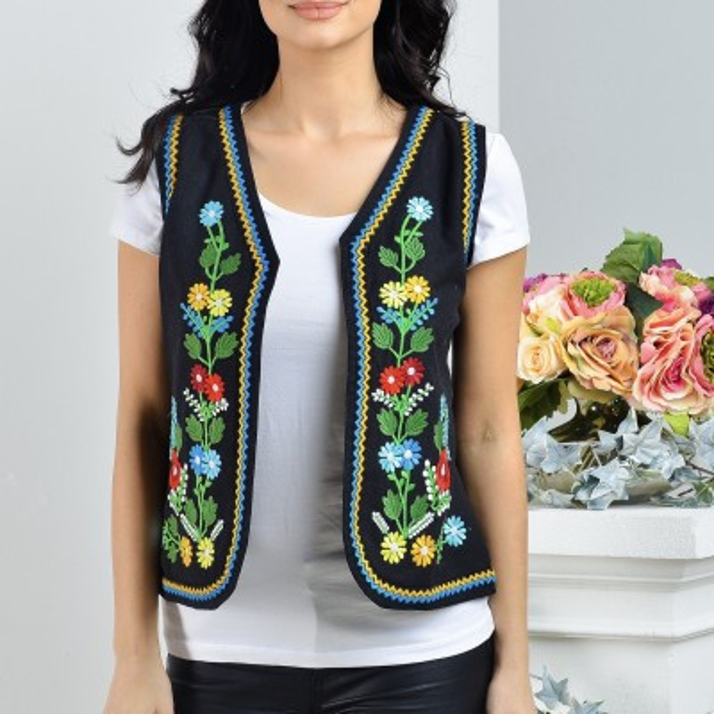 Vesta brodata cu model traditional floral
