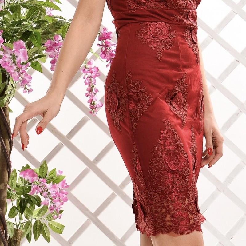 Rochie eleganta bordo cu dantela brodata