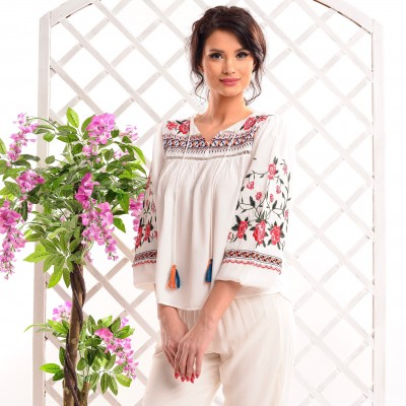 Bluza Nationala cu trandafiri brodati - Miruna