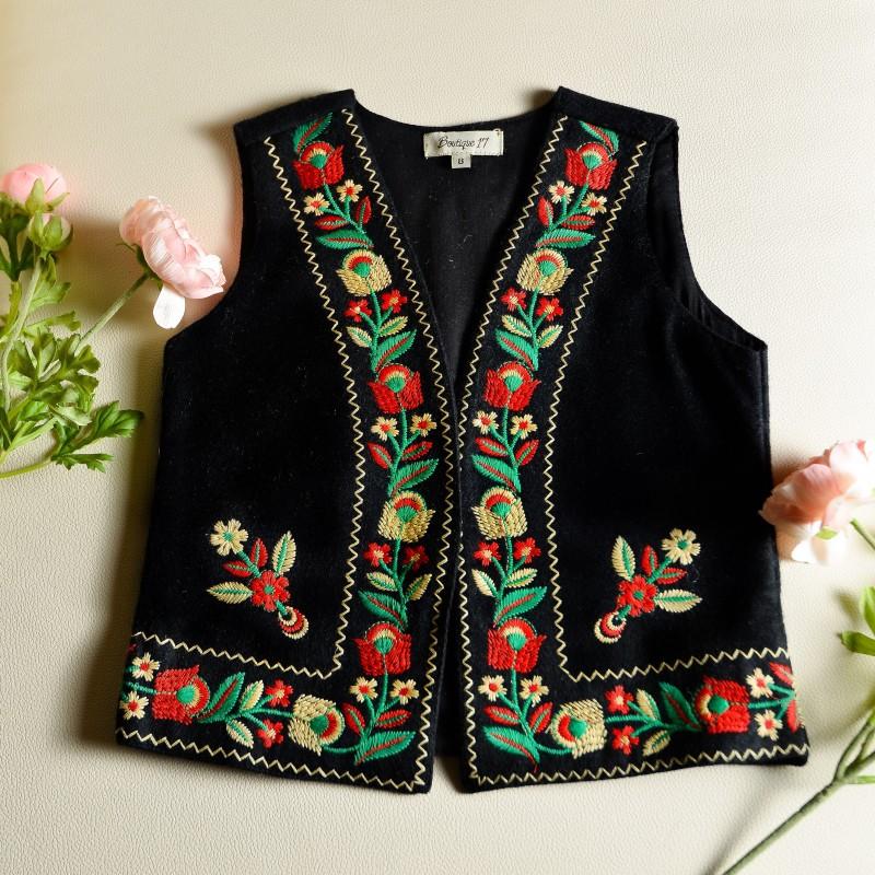 Vesta traditionala neagra cu broderie florala - Anca