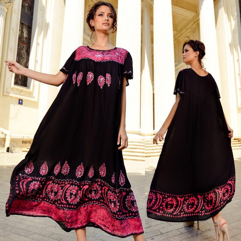Rochie lunga cu imprimeu roz si broderie