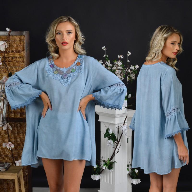 Bluza vaporoasa bleu cu maneci evazate si broderie stilizata