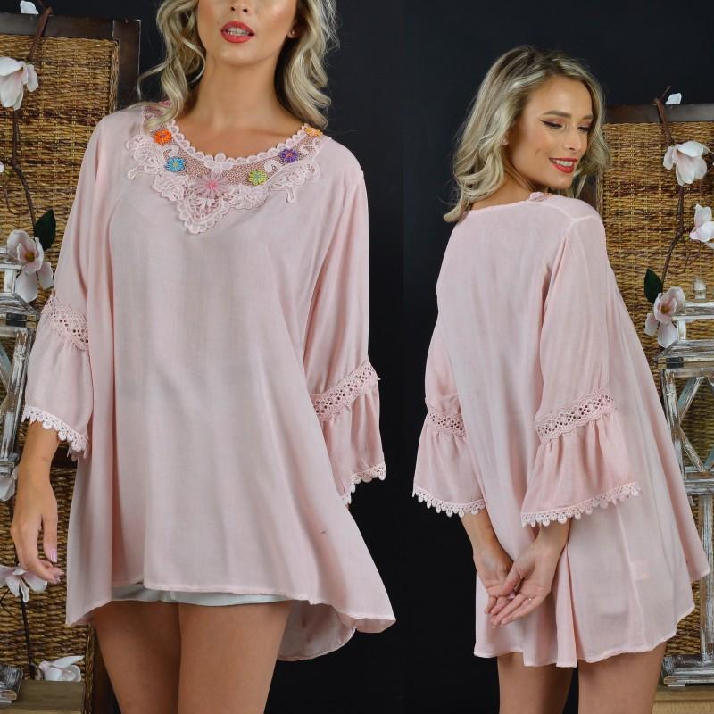 Bluza vaporoasa roz cu maneci evazate si broderie stilizata - 02