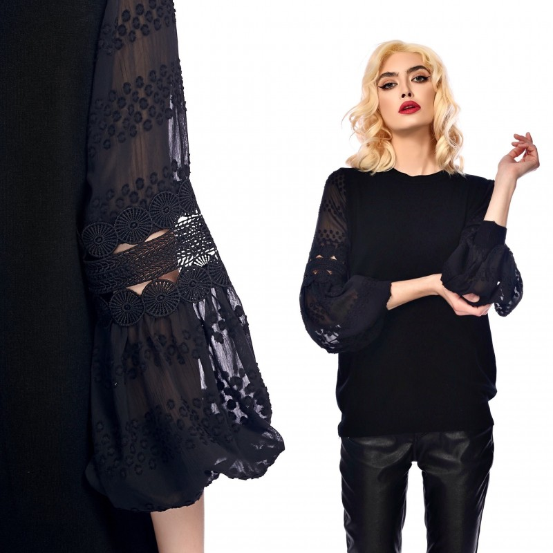 Bluza neagra din tricot cu maneci stilizate