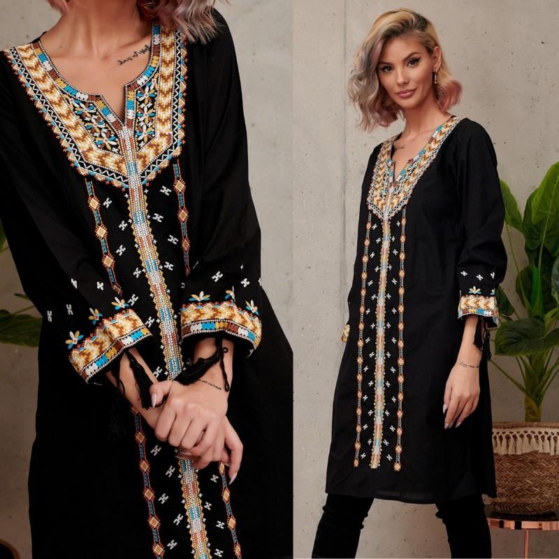Rochie Traditionala stilizata neagra cu croi drept - Monica
