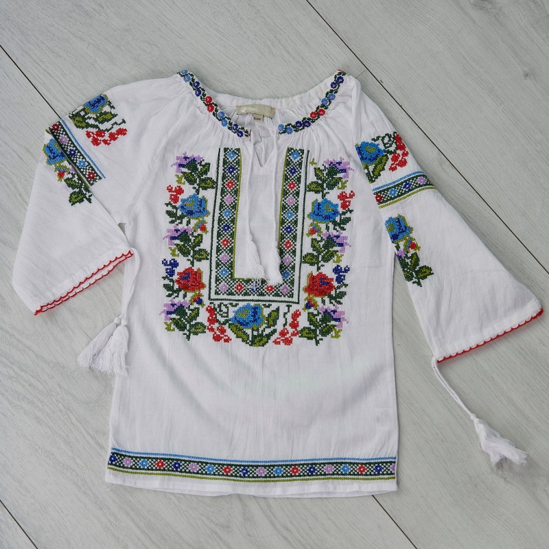 IE Traditionala fetite - Laura