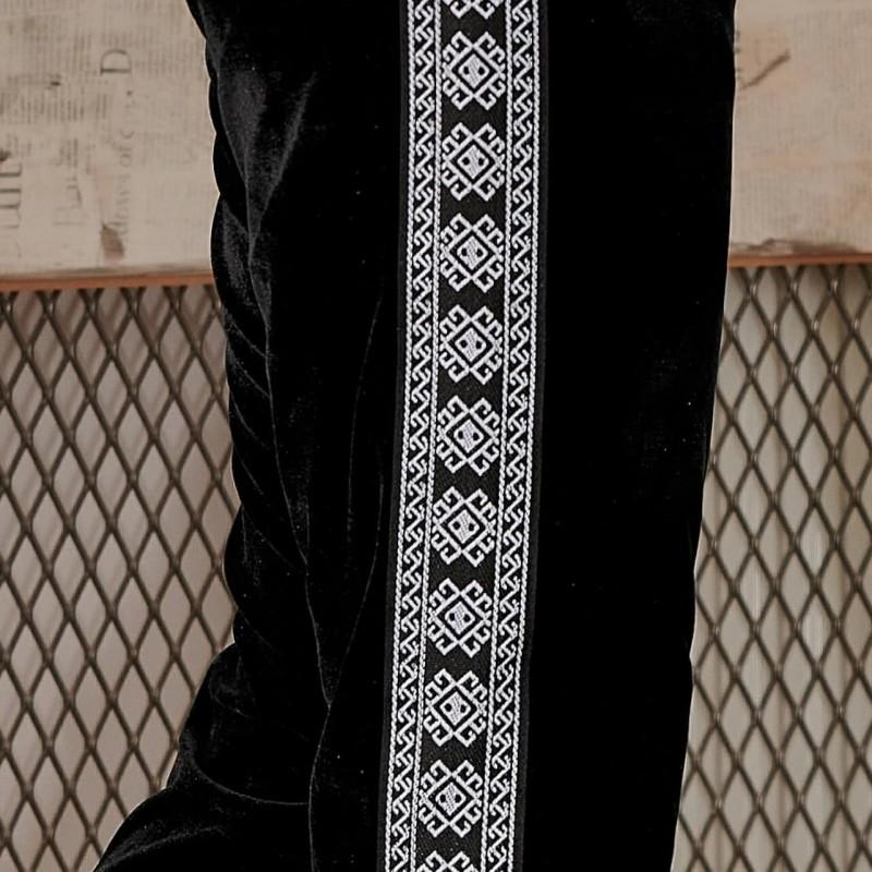Pantaloni negri din catifea cu banda traditionala