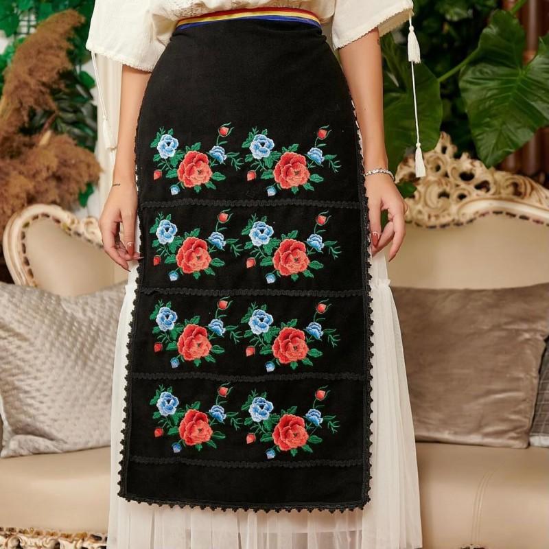 Fota Traditionala cu model floral brodat - Roxana