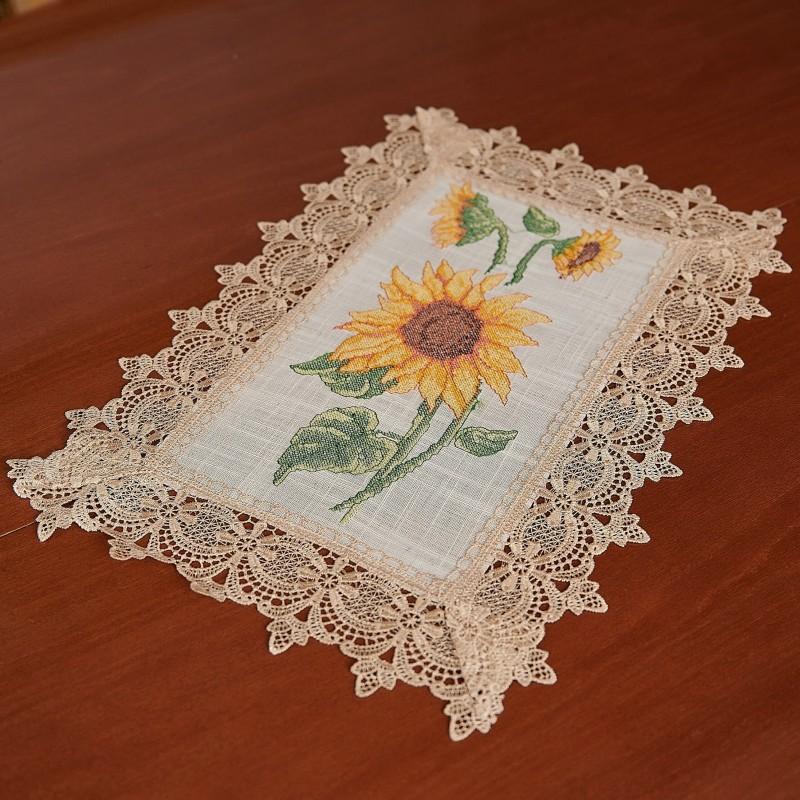 Servet brodat pentru masa - floarea soarelui