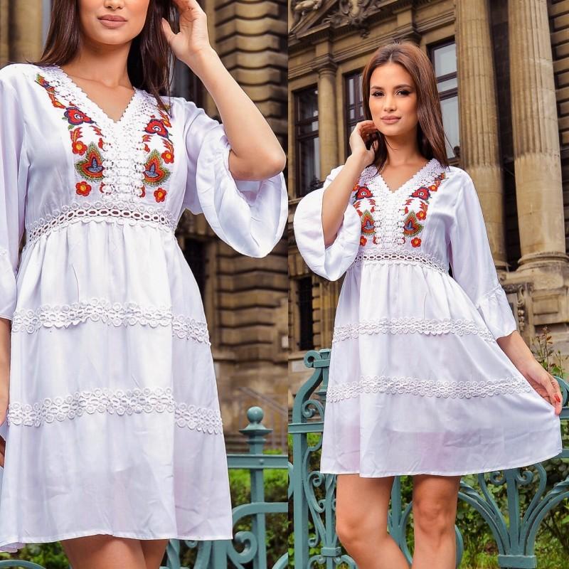 Rochie traditionala stilizata cu broderie florala - alba