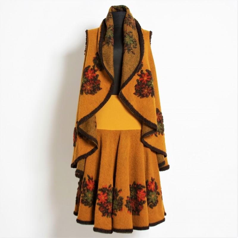 Set compus din vesta si fusta din lana galben