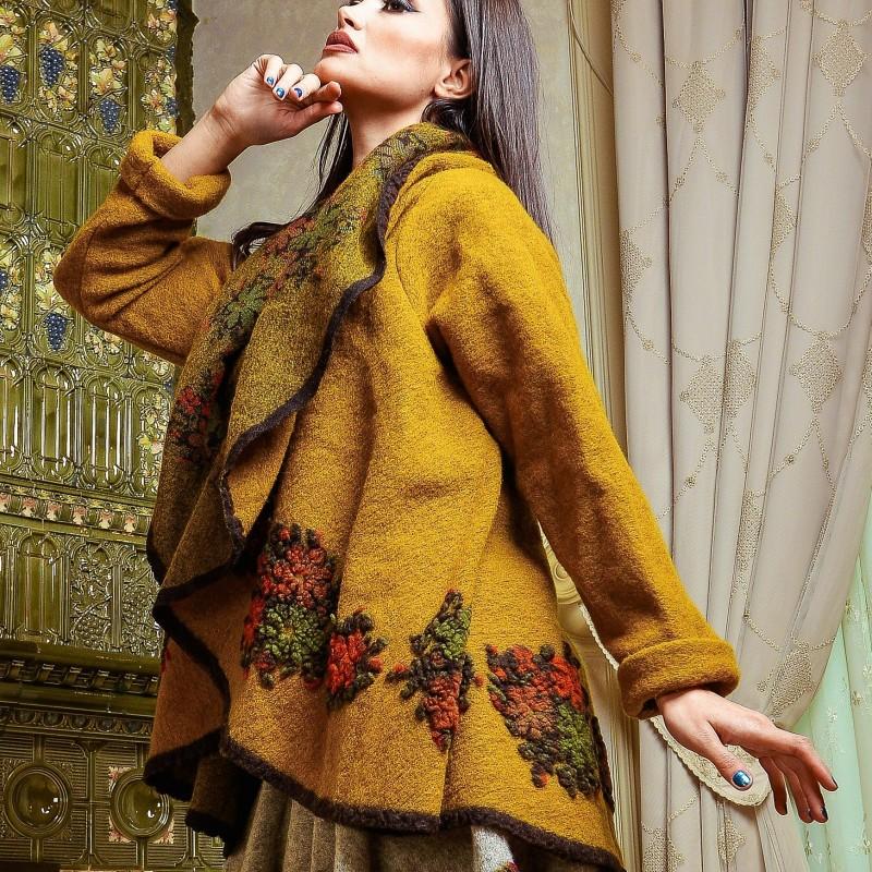 Poncho din lana cu maneci galben